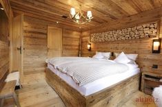 Amazing chalet design to your winter chalet. Chalet Design, Rustic Bedroom Design, Wood Interior Design, Bedding Master Bedroom, Home Bedroom, Gite Rural, Chalet Interior, Contemporary Home Furniture, Wood Interiors