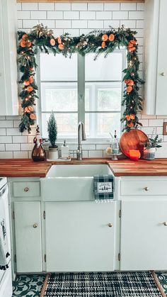 Christmas Garland, Tree and Other Holiday Décor in our Bungalow – holiday decor Bungalow, Farmhouse Style Kitchen, Kitchen Dining, Rustic Kitchen, Kitchen Sink, Modern Farmhouse, Kitchen Styling, Christmas Home, Christmas Crafts
