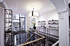 L'écrin parisien de Kilian http://www.vogue.fr/beaute/l-adresse-de-la-semaine/diaporama/boutique-kilian-paris/21545/image/1120857#!5