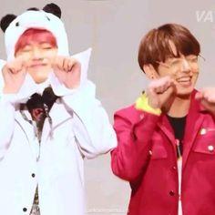 Foto Jungkook, Foto Bts, Jungkook Abs, Vlive Bts, V Taehyung, Bts Photo, Taekook, Cute Hug, Frases Bts