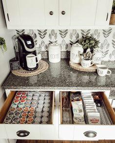 Coffee Bar Station, Coffee Station Kitchen, Tea Station, Coffee Bars In Kitchen, Coffee Bar Home, Home Coffee Stations, Coffee Bar Ideas, Coffee Bar Design, Coffe Bar