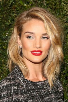 Rosie Huntington-Whiteleys glossy red lip. See 9 other celebrities whose late-winter makeup stunned. More here....... https://www.youtube.com/watch?v=iaomKCl51jI #makeup #makeupartist #makeupbrushes #eye #celebrity #celebritymakeup