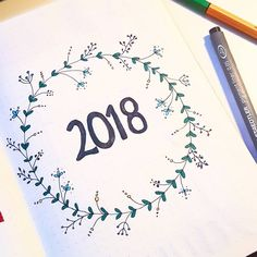 Bullet journal yearly cover page plant drawings. Agenda Bullet, Bullet Journal Yearly, Bullet Journal Cover Page, Bullet Journal Ideas Pages, Bullet Journal Inspiration, Journal Pages, Journals, Bullet Journal Fonts Hand Lettering, Hand Lettering Alphabet