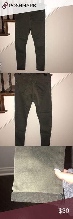 Topshop Moto 'Leigh' Pants mid rise skinny Army green ankle jeans/pants! Rolled at the bottom, super cute and comfy Topshop Jeans Skinny