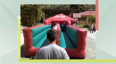 Pista de competencia 10m longitud con dos carriles. Alcanza la meta antes que tu oponente (y antes que el inflable te regrese)!