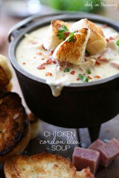 Chicken Cordon Bleu Soup from chef-in-training.com …Oh. My. Gosh. This is seriously the best soup ever! Fall Soup Recipes, Chili Recipes, Dinner Recipes, Copycat Recipes, Gazpacho, Soup And Sandwich, Salad Sandwich, Chicken Cordon Bleu, Plats Sains