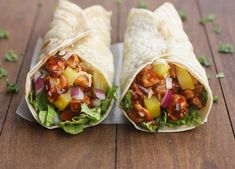 Hawaiian BBQ Chicken Wraps - - Nothing better than a little Hawaiian twist to BBQ chicken, layered inside a tasty wrap! These Hawaiian BBQ Chicken Wraps are EASY, healthy and delicious. Bbq Chicken Wraps, Chicken Wrap Recipes, Chicken Burritos, Pork Wraps, Barbecue Chicken, Dinners Under 500 Calories, Protein Lunch, High Protein, Hawaiian Bbq