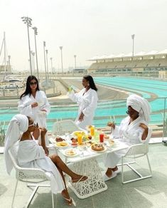 """beautifulllyhuman: """"Friendship goals💕💋 blackfemmeguide: """"Looking forward to having my group of black women who love to travel and look good while we do it. Boujee Lifestyle, Luxury Lifestyle Fashion, Lifestyle Newborn, Best Friend Goals, Best Friends, Bougie Black Girl, Girls Vacation, Black Luxury, Luxe Life"""