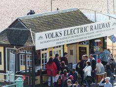 Brighton: Einsteigen bitte! Die Volk's Electric Railway fährt ab!