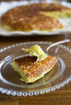 This delicious Zucchini frittata is a classic dish in Chile. Handy to use the abundance of summer squashes. Just eggs and zucchini and little time need. Latin American Food, Latin Food, Vegetable Recipes, Vegetarian Recipes, Chilean Recipes, Chilean Food, Zucchini Frittata, Houston Food, Frittata Recipes