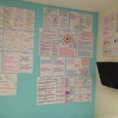 Display your revision notes in a place where you'll read them all the time, even when you're not strictly revising. Try around the mirror, or the kitchen cupboards for when you're cooking. Revision Motivation, Revision Tips, Revision Notes, Study Notes, Study Motivation, Studyblr, Vestibular, College Organization, Pretty Notes