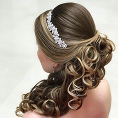 32 Ideen Frisuren Hochzeit Pferdeschwanz Locken – ❤️ Hairstyles, You can collect images you discovered organize them, add your own ideas to your collections and share with other people. Wedding Ponytail, Curled Ponytail, Elegant Ponytail, Curly Wedding Hair, Bridal Hair, Ponytail Hairstyles, Trendy Hairstyles, Wedding Hairstyles, Half Up Curls