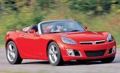 The most famous little brother of the Pontiac Solstice, the Saturn Sky Pontiac 2017, The Other Sister, Saturn Sky, Pontiac Solstice, Drivers Ed, Line Photo, Buick Skylark, Car And Driver, Corvette