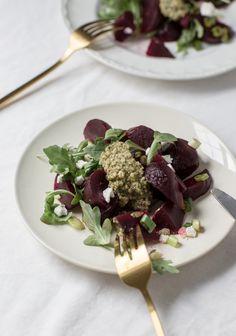 Salade de betteraves, chèvre & pesto de noix de Grenoble