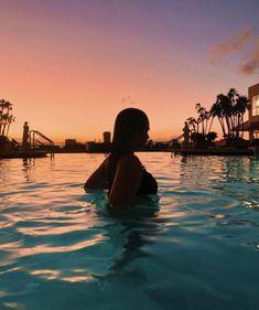 How to Take Good Beach Photos Photo Summer, Summer Pictures, Beach Pictures, Summer Photography, Photography Poses, Pinterest Photography, Photo Ocean, Summer Goals, Photos Tumblr