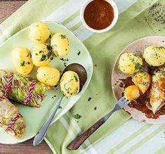 Kohlrouladen mit Hackfüllung Rezept - REWE.de Eggs, Breakfast, Food, Stuffed Cabbage Recipes, Ground Meat, Browning, Peeling Potatoes, Ribs, Food Portions