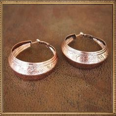 #TheLuckyCowgirlFall #Fall #FallStyle www.TheLuckyCowgirlShop.com   Tooled Hoop Earring in Burnished Copper