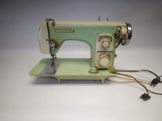 Vintage Coronado Gambles Sewing Machine #45-4109 S.M.5. 4109A Retro