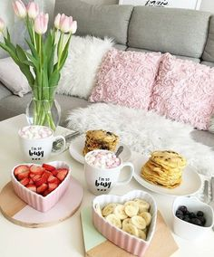 A sweet breakfast on February 14 for us, a couple of lovers in life and in each other Cute Food, Yummy Food, Breakfast In Bed, Romantic Breakfast, Lanai, Food Presentation, Morning Coffee, Happy Valentines Day, Sweet Home