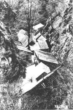 Najbolj znana partizanska bolnica Franja na Cerkljanskem je bila zgrajena za zdravljenje ranjencev in težjih bolnikov na območju 9. korpusa slovenske partizanske vojske. Imenuje se po dr. Franji Bojc Bidovec, zdravnici te bolnišnice.