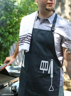 DIY Father's Day apron and dish cloths for the cook or BBQ King in your life. Summer Barbeque, Barbecue, Diy Father's Day Apron, Bbq King, Grill N Chill, Grillin And Chillin, Bbq Apron, Father's Day Diy, Backyard Bbq