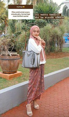 Modern Hijab Fashion, Modest Fashion, Fashion Outfits, Teen Girl Fashion, Casual Hijab Outfit, Ootd Hijab, Korean Street Fashion, Street Hijab Fashion, Modern Kebaya
