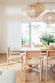 Get inspired by these dining room decor ideas! From dining room furniture ideas, dining room lighting inspirations and the best dining room decor inspirations, you'll find everything here! Dining Room Inspiration, Home Decor Inspiration, Decor Ideas, Dining Room Design, Dining Room Furniture, Room Chairs, Dining Area, Small Dining, Dining Tables