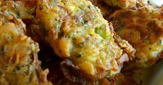 Ο απόλυτος καλοκαιρινός ουζομεζές σε μια πιο ελαφριά εκδοχή, με δυο ειδών τυριά και με μειωμένα λ...