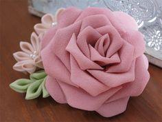 【 他店にてSOLD OUT 】 お買い上げ頂き、誠にありがとうございましたw_w。 【サイズ】  横:8cm × 縦:5.5cm        薔薇:7cm 〔直径〕  【素 材】  着物生地 ガラスパール 2wayコサージュピン etc...        *  *  *  *** * 【コメント】  ピンクの薔薇に、 淡いクリーム系の小花を...