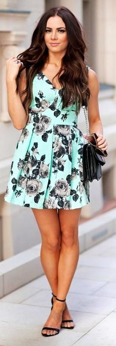 Discover and organize outfit ideas for your clothes. Decide your daily outfit with your wardrobe clothes, and discover the most inspiring personal style Floral Fashion, Look Fashion, Fashion Beauty, Fashion Outfits, Womens Fashion, Dress Fashion, Pretty Outfits, Pretty Dresses, Beautiful Dresses