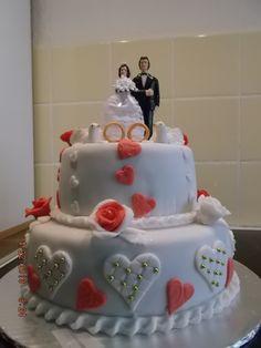 Hochzeitstorte mit selbstmodellierten Tauben,Ringe und Rosen