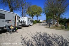 Motorhome parking St. Martin de Ré (Aire de Camping-Car des Remparts) | Campercontact