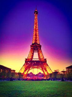 Eiffel Tower at Sunset -  ©Kevin & Amanda LLC www.kevinandamanda.com/whatsnew/travel/paris.html