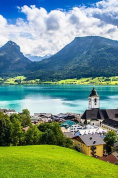 Wolfgangsee, just one of the sights you get to see on the Sound of Music Tour in Salzburg. Find out what else is there on the tour.