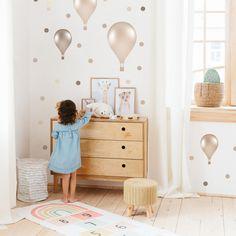 Samolepiace balóny na stenu v hnedej a krémovej farbe z textilnej fólie, ktorá je umývateľná, pevná a vhodná aj na drsnú stenu. Baby Bedroom, Dresser As Nightstand, Children, Table, Inspiration, Furniture, Dreams, Decoration, Home Decor