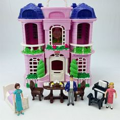 Fisher Price Sweet Streets Folding Doll House Pink w/ Furniture and Family Dolls