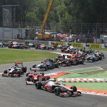 """Formula 1 - Il mondiale di Formula 1 2013 è solo alle battute iniziali, ma tra i tifosi italiani – ferraristi e non - si è già scatenata la febbre da Gran Premio. Una febbre resa ancor più bruciante dal recente successo di Alonso e della sua """"rossa"""" in Cina. Sono tutti ansiosi di vedere le evoluzioni dei i propri beniamini dal vivo sulla pista di casa , cioè a Monza. Il tanto atteso Gran Premio d'Italia di F.1 andrà in scena nel mitico """"Tempio della velocità"""", la pista più rapida d'Europa."""