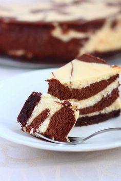 Suussasulava kahden suklaan juustokakku - Suklaapossu Tiramisu, Cheesecake, Baking, Ethnic Recipes, Desserts, Cakes, Food, Flowers, Tailgate Desserts