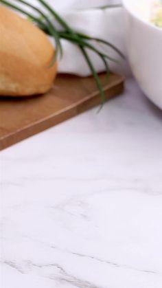 Aufs Köstlichste reduziert: So lieben wir unseren Spargelsalat! Was nicht fehlen darf? Ei, Kochschinken und Schnittlauch! #rezept #kochen #spargel #spargelsaison #spargelsalat #eier #kochschinken #lowcarb #idee #abendessen #dressing Quick Easy Meals, Easy Dinner Recipes, Healthy Dinner Recipes, Asparagus Salad, Dinners For Kids, Shrimp Recipes, Family Meals, Food Videos, Food And Drink