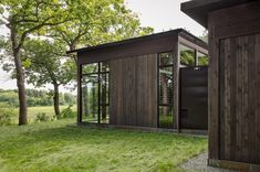Image 28 of 39 from gallery of Woodland House / ALTUS Architecture + Design. Photograph by ALTUS Architecture + Design Modern Glass House, Glass House Design, Modern Houses, Architecture Durable, Architecture Design, Minnesota Home, Minneapolis Minnesota, Cedar Walls, Woodland House