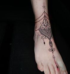 Mehndi tattoo for this lady i did it @dildotattoostudio  #freehand #freehandtattoo #black #blackwork #blackink #blacklines #blacktattoo  #dildotattoostudio #legtattoo #girltattoo #tribal #mehndi #mehnditattoo #alexthejem #athenstattoo #tattooart #tattooink #tattoolife #tattooworkers #tattooideas