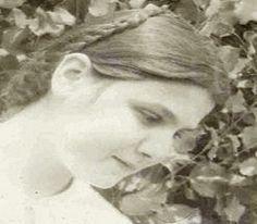 ✟: Η «Οσία» που οδηγήθηκε από τον πατέρα της στο μαρτ... Lady Of Mount Carmel, Pray For Us, Now And Forever, Blessed Mother, Our Lady, Spirituality, Faith, Statue, People