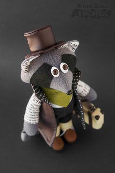 Интерьерная игрушка - енот в плаще, шляпе и с чемоданом. #Handmade #Toy #Hobby #Raccoon #Енот #Игрушка