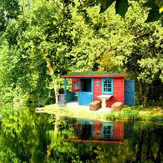 Green dense forest, pleasant flow water, a small cozy home!! Care to join me?