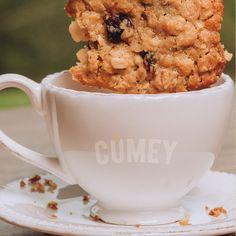 Paso 2 del #breading: sumerge tu #galleta preparada con el NUEVO Mix de Cereales #CUMEY lentamente en un delicioso café negro sin azúcar, ¡por supuesto!  Puro sabor de la naturaleza, para ¡gente real!. . #tasty #cereal #desayuno #happy #avena #recetas #muffin . Un producto con el sello @pronalce Muffin, Mugs, Videos, Tableware, Grains, Black Coffee, Naturaleza, Dinnerware, Tumblers