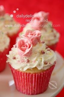 strawberry & mascarpone cupcake