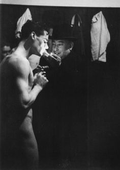 Half-Time cigarette, Newcastle United Football Club, 1951 via itmustbehardtobeyou Newcastle United Football, Rugby Sport, St James' Park, Henry Miller, Black And White Portraits, Before Us, Vintage Photography, Art Photography, Burlesque