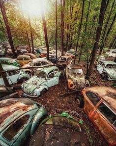 Volkswagen – One Stop Classic Car News & Tips Abandoned Buildings, Abandoned Houses, Abandoned Places, Junkyard Cars, Kdf Wagen, Vw Vintage, Rusty Cars, Photos Voyages, Vw Beetles