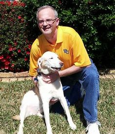 """This Baylor alum had fallen to the floor, struck by a sudden heart attack -- and was phoneless. That's when his 10-year-old lab Kona found his phone and quickly began pushing it toward him with her nose and paws. """"I truly believe that she more than likely saved my life."""""""