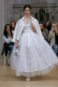 #weddingdress #weddinggown #edgyweddingdress #denimjacket #whitedenimjacket #whitebridaldenimjacket #oscardelarenta #bride